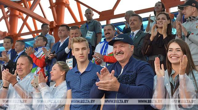 Александр Лукашенко посетил соревнования по гребле II Европейских игр
