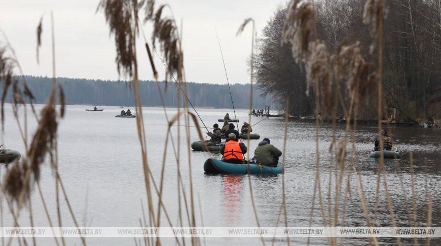Запрет на лов рыбы начинает действовать еще в трех областях Беларуси