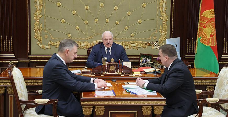 О значении ВПК и санкционных угрозах - Александру Лукашенко доложили о работе военно-промышленного комплекса