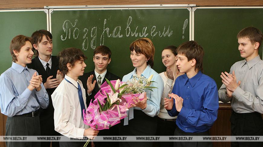 Александр Лукашенко: самые современные информационные технологии никогда не заменят живого общения с учителем