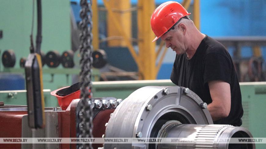 Александр Лукашенко поздравил работников машиностроительного комплекса с профессиональным праздником