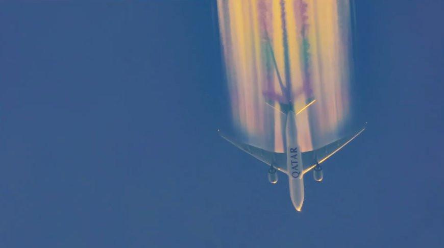 Фотограф снял на видео, как Boeing пролетает сквозь радугу (+видео)