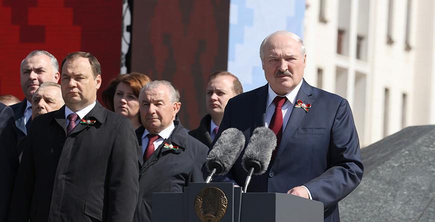Александр Лукашенко: пока наше поколение живо, Беларусь всегда будет стоять намертво