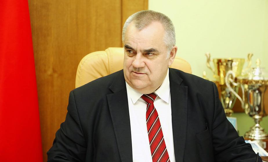 Прямую линию с жителями области провел заместитель председателя облисполкома Владимир Дешко
