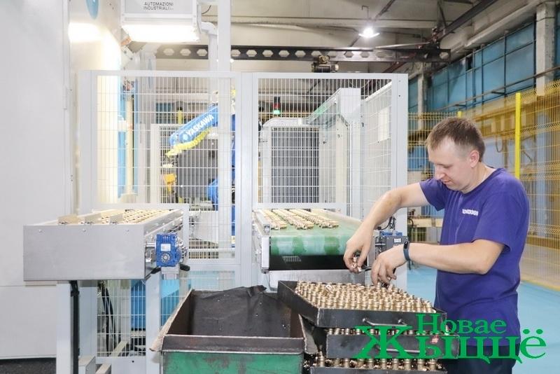 Многокоординатный роботизированный комплекс запустили на Новогрудском заводе газовой аппаратуры