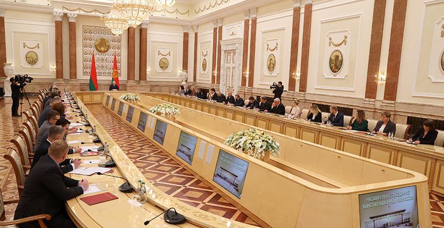 Александр Лукашенко: есть вариант проекта нового Основного закона