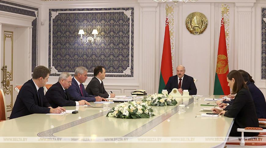 Александр Лукашенко: против нас развернули уже не информационную, а террористическую войну по отдельным направлениям. Мы это должны пресечь