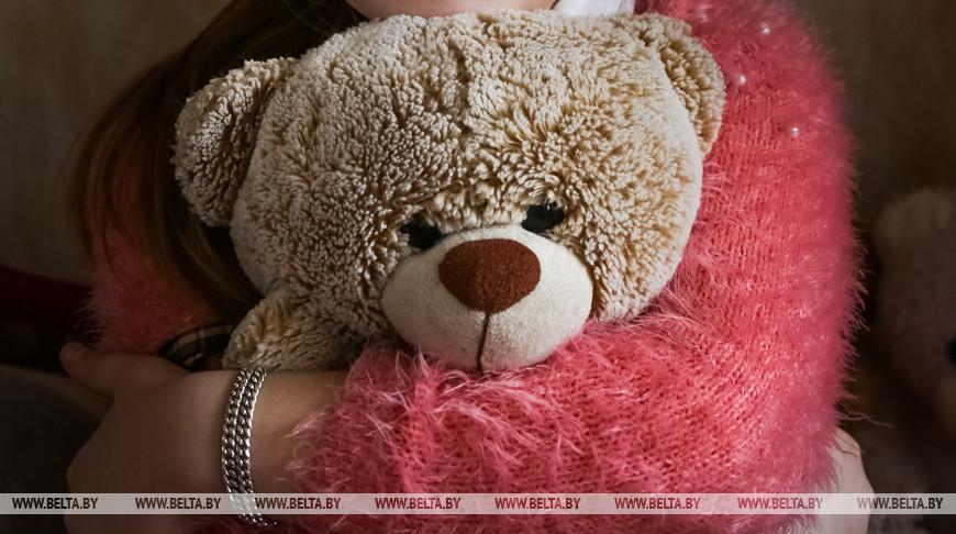 В Беларуси ежегодно усыновляют до 500 детей