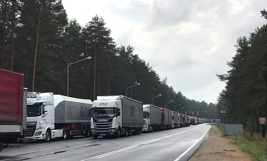 Более 550 грузовых автомобилей стоят в очередях на границах с Литвой и Польшей