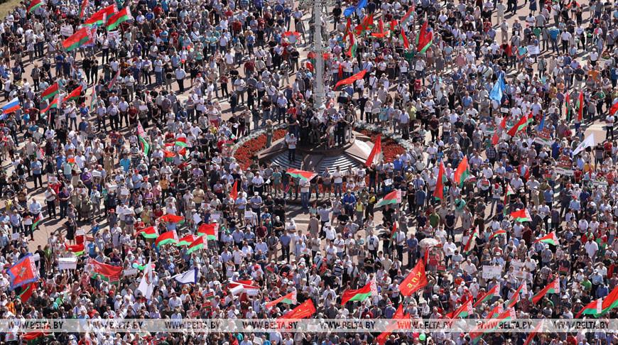 ФОТОФАКТ: В Минске на площади Независимости были представители всех регионов страны