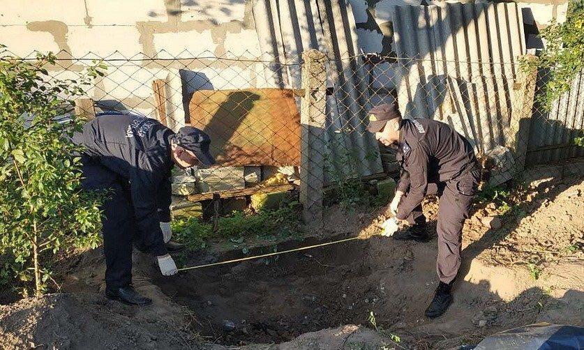 В Слониме мужчина убил собутыльника и закопал тело во дворе