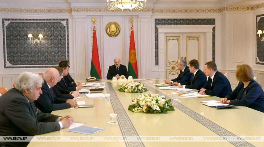 Александр Лукашенко: в Беларуси удается сдерживать заболеваемость в целом