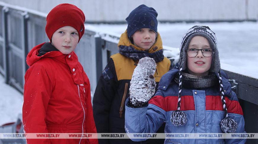 В Гродно приступили к заливке ледовых катков