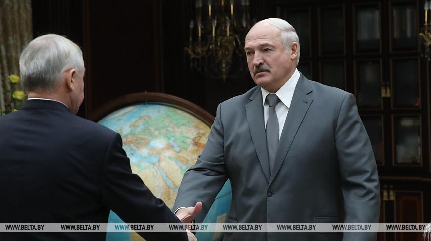 Результаты лучше прошлогодних - Александр Лукашенко обсудил с Виктором Шейманом работу системы Управделами