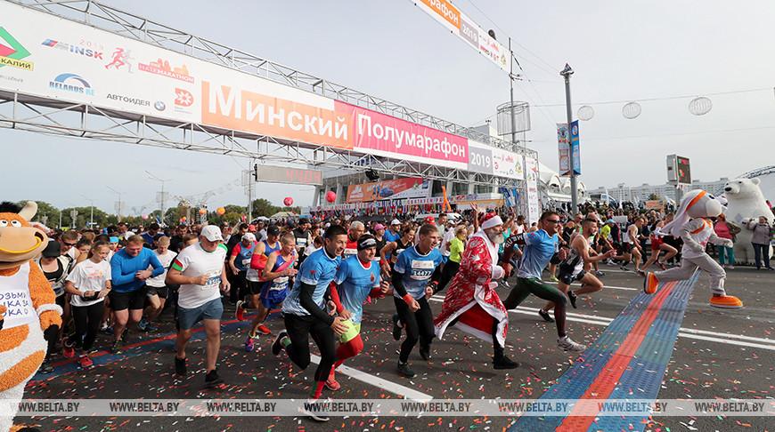 Победителем Минского полумарафона на дистанции 21,1 км стала белоруска Нина Савина. На одной из дистанции «золото» у Артема Логиша и у Ирины Сомовой из Гродно
