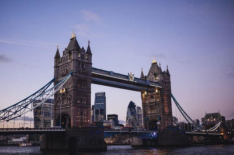 В Великобритании сократят продолжительность карантина для туристов