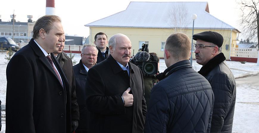 """Александр Лукашенко посещает Гродненскую область, его ждут на """"Молочном мире"""""""