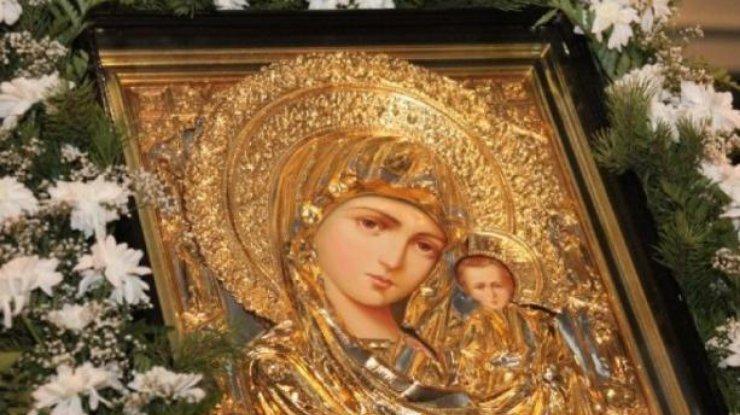 День Казанской иконы Божией Матери празднуем 4 ноября. В чем она помогает