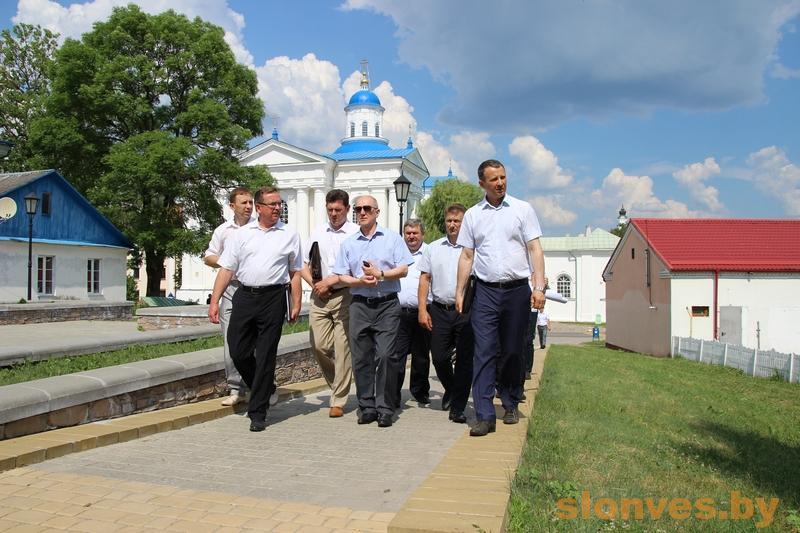 Владимир Кравцов ознакомился с ходом подготовки ко Дню белорусской письменности в Слониме