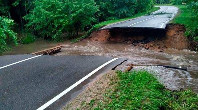 Два участка дороги разрушены из-за непогоды в Воложинском районе