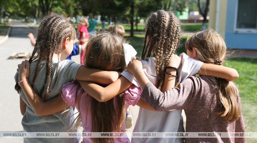 Игры на воздухе, контроль здоровья: в летних лагерях в этом году отдохнут около 100 тыс. детей