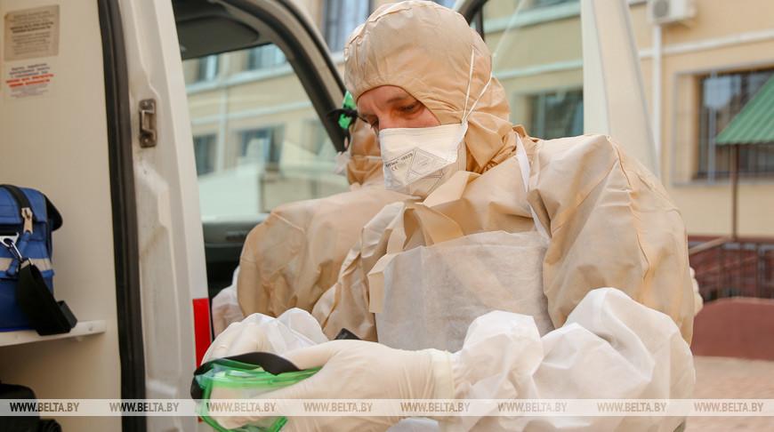Белорусские медики расходуют в день до 2,2 тыс. защитных костюмов и 300-350 тыс. масок