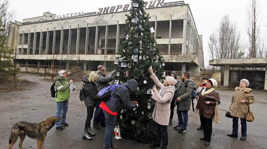 В Припяти впервые после аварии на ЧАЭС установили новогоднюю елку