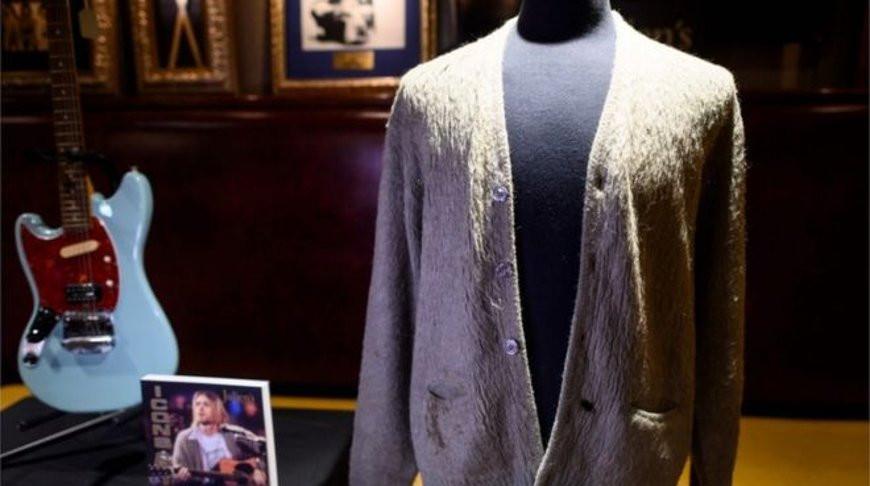 Старый кардиган Курта Кобейна обошелся новому владельцу в 334 тыс. долларов