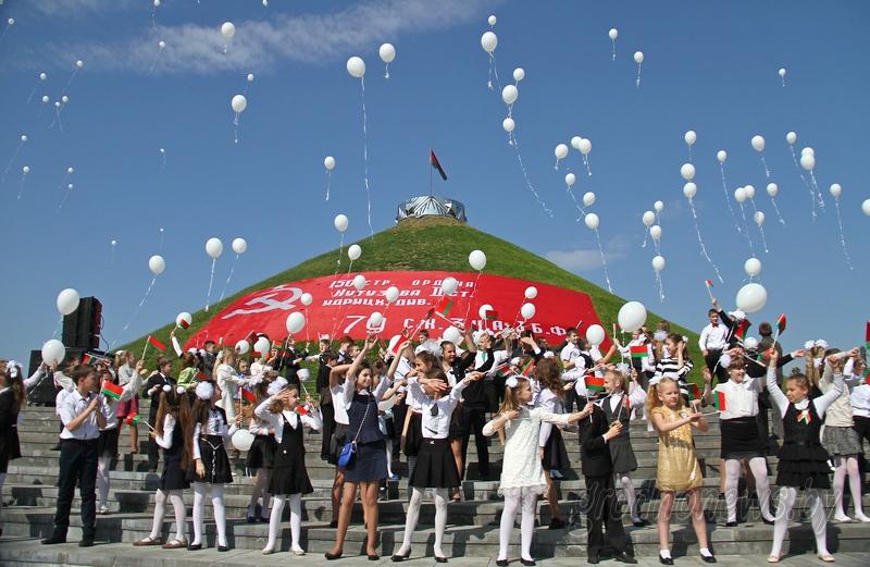 «Это новый знаковый день в истории Беларуси». Жители Гродненщины высказались об учреждении Дня народного единства