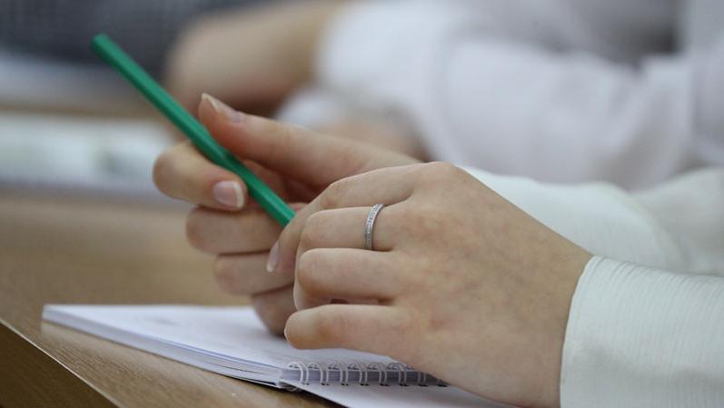 Около 54,9 тысячи абитуриентов планируется принять на высшую ступень образования в этом году