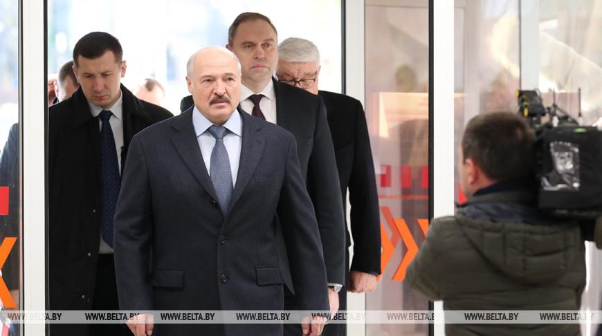 Александр Лукашенко поручил обеспечить медиков современным оборудованием