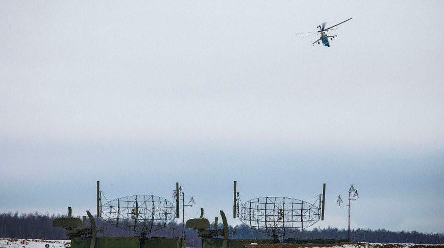 Продолжается проверка боеготовности: экипажи вертолетов и истребителей заступили на дежурство