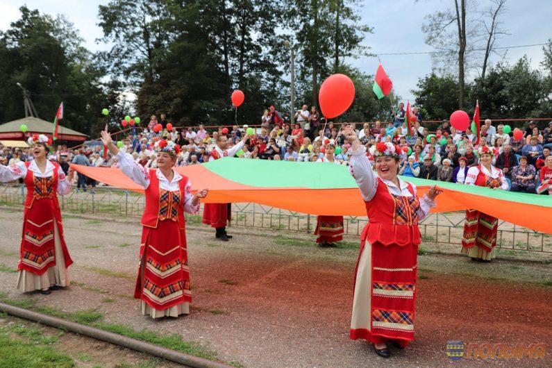 Равнодушию нет места. Сотни кореличчан присоединились к акции «За сильную и процветающую Беларусь!»