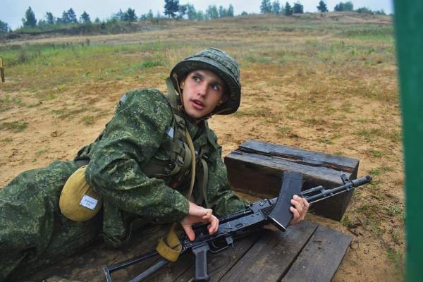 Первокурсники военного факультета ГрГУ имени Янки Купалы постигают азы военной службы на полигоне