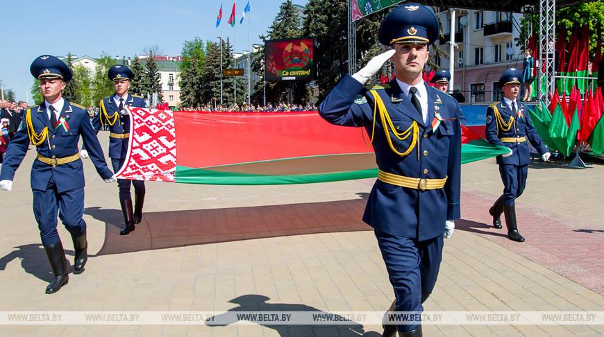 «Только вместе мы сможем отвечать на вызовы времени» — Александр Лукашенко поздравил белорусов с Днем герба и флага