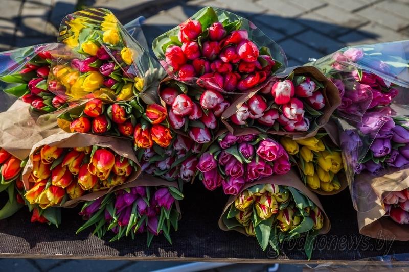 В налоговой напомнили о правилах реализации цветов к 8 марта