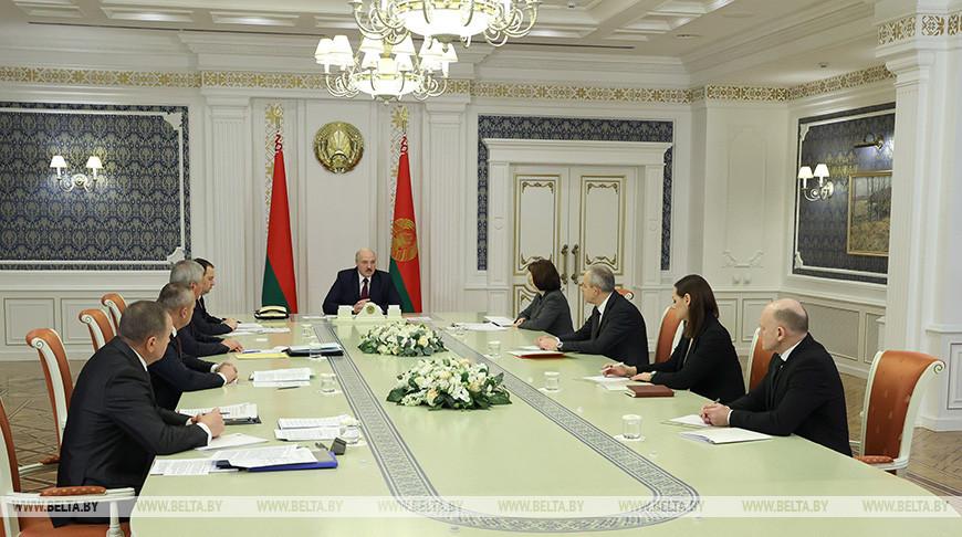 Александр Лукашенко отметил ощутимую помощь от России и Китая в непростое для Беларуси время