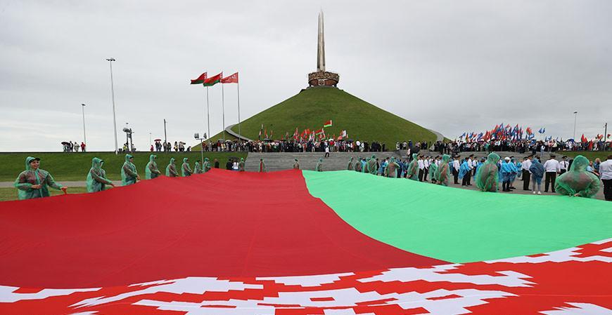 """""""Это сакральный символ независимости и свободы"""" - Александр Лукашенко подчеркнул особое значение Кургана Славы"""