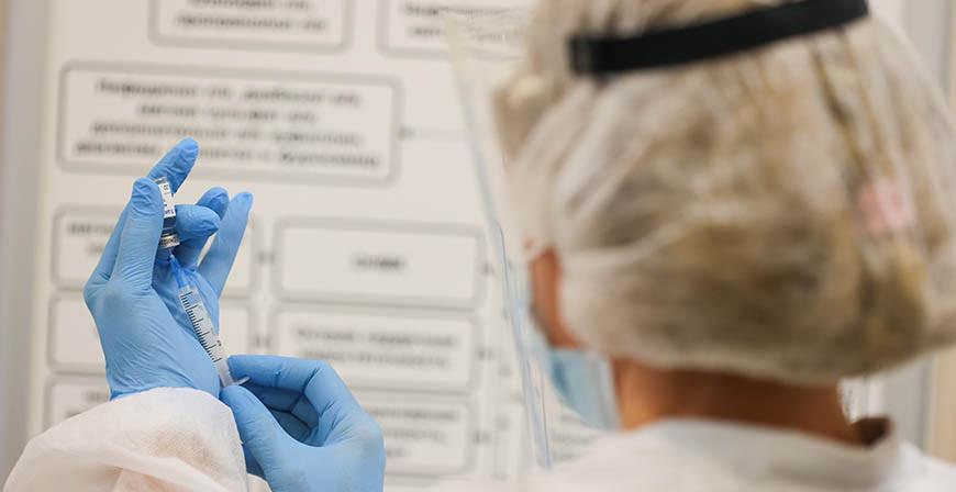 Первую дозу вакцины против COVID-19 получили 6,1% населения Беларуси