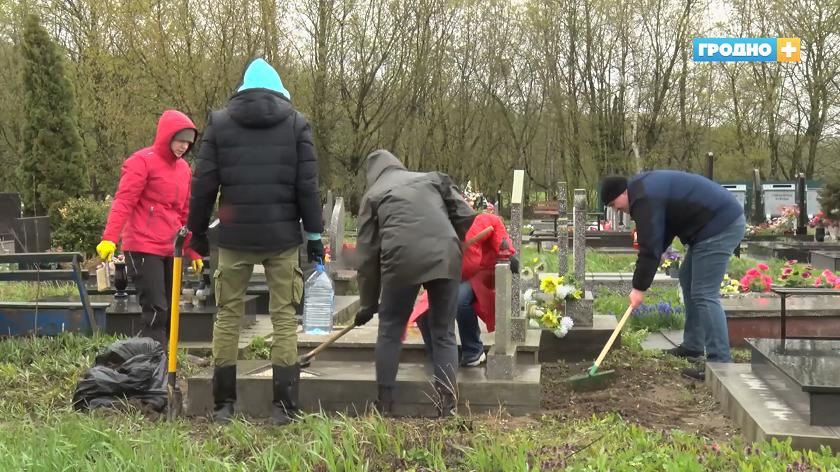 Гродненские врачи и медсестры благоустроили места захоронения своих коллег - фронтовых медиков