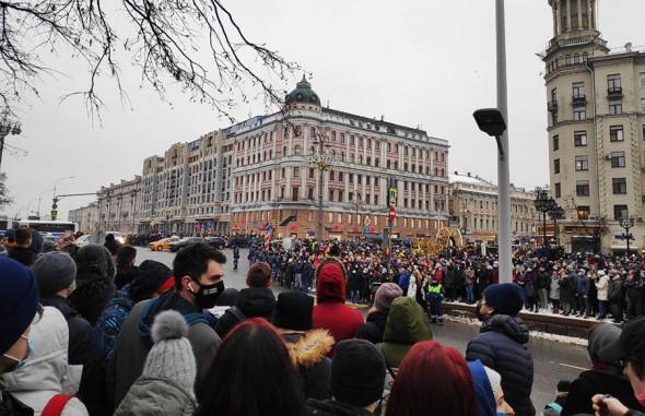 Протесты в России: участники блокировали улицы и провоцировали ОМОН