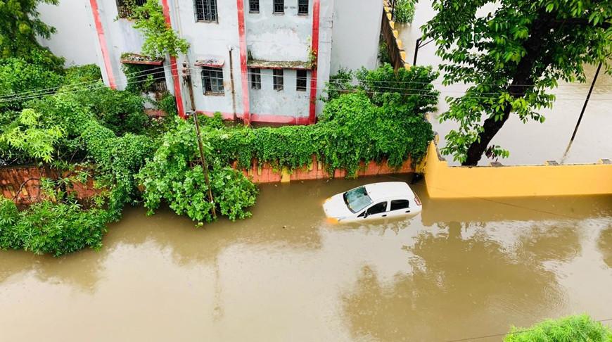 Более 70 человек погибли на севере Индии из-за сильных ливней