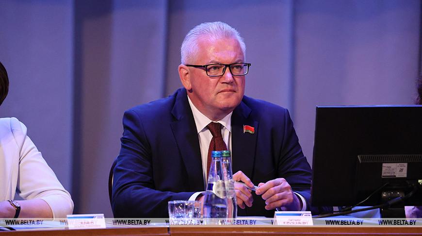 Игорь Карпенко: для учебы детей и работы педагогов в стране созданы все условия