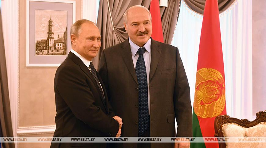 Александр Лукашенко поздравил Владимира Путина с Днем единения народов Беларуси и России