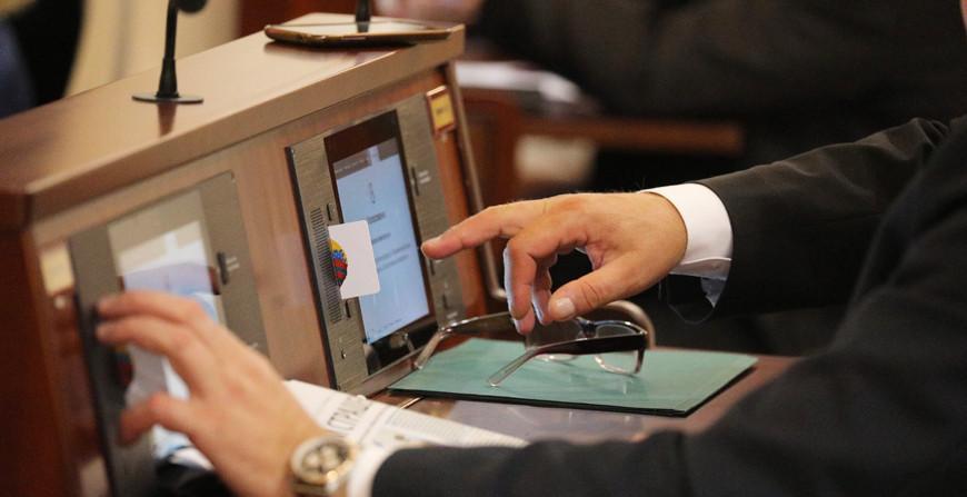 Депутаты приняли во втором чтении поправки в законы по вопросам противодействия экстремизму