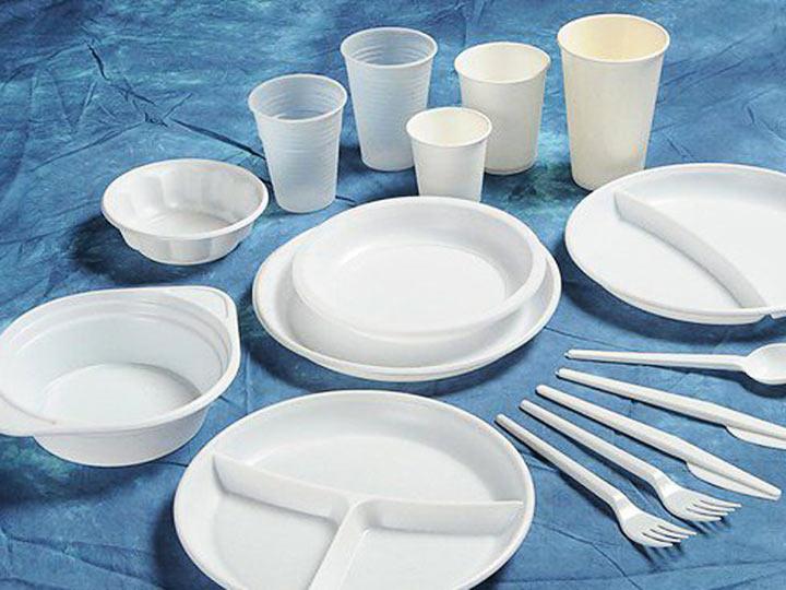 МАРТ дополнил список запрещаемой в общепите пластиковой посуды