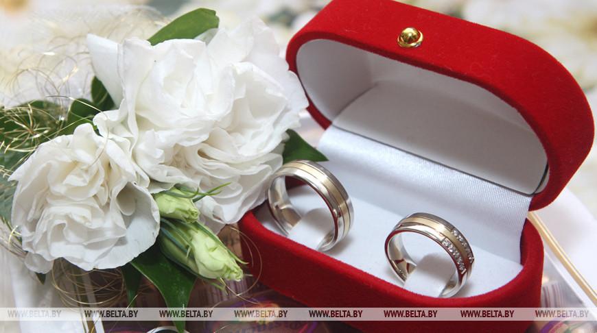 Не более 10 гостей на торжественной регистрации брака - в Беларуси приняли допмеры против COVID-19