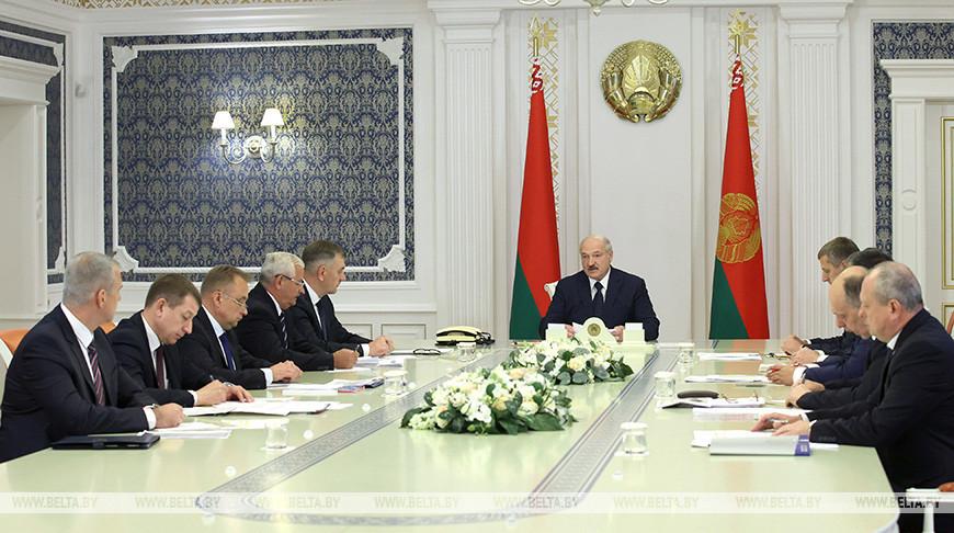 """""""Если кто-то хочет диалога, пожалуйста"""" - Александр Лукашенко готов вести диалог с трудовыми и студенческими коллективами"""