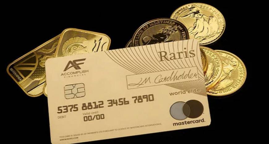Первую в мире платежную карту из золота выпустили в Великобритании