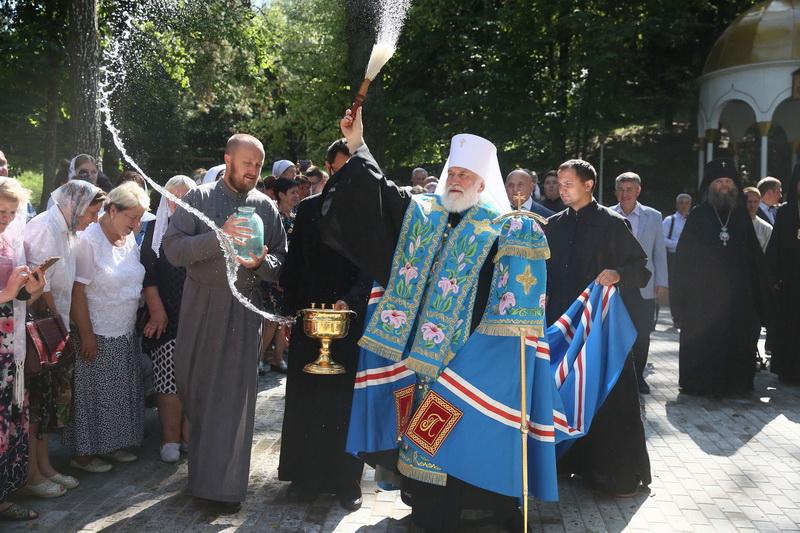 В Жировичах после реконструкции открыли святой источник